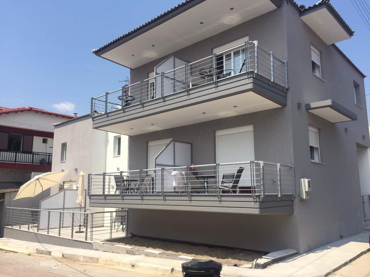 Vila ARIANTI, Sarti
